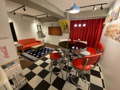 アメリカンダイナーのポップな雰囲気が満載のスタジオです。 - アメリカンダイナースタジオ戸越 撮影向きレンタルスペースの室内の写真