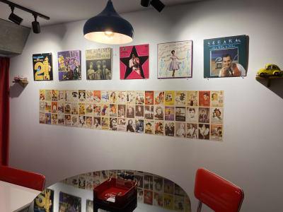 オールディーズやモータウンレーベルのレコードジャケット。 ホストの趣味で展示は定期的に変わります。 - アメリカンダイナースタジオ戸越 撮影向きレンタルスペースの室内の写真