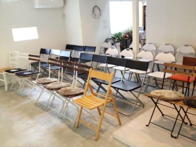 たくさん椅子のよういがありますので、ギャラリースペースでライブなども開催したことがあります。 - KATACHI ギャラリー付きレンタルスペースの設備の写真