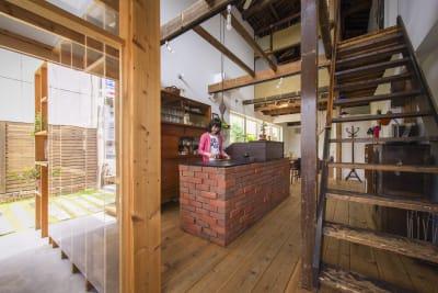 カフェスペースもご利用いただけます。コップなどもご自由にどうぞ。 - KATACHI ギャラリー付きレンタルスペースの室内の写真