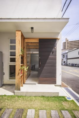入り口からギャラリーまでは土間で繋がっています。 - KATACHI ギャラリー付きレンタルスペースの入口の写真