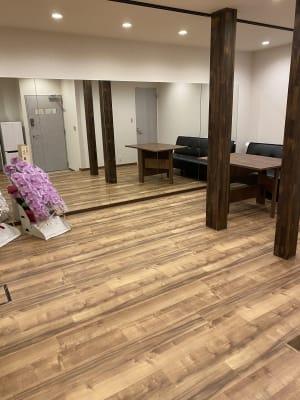 S style studio栄錦 一面鏡貼り防音ルームの室内の写真