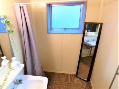 着替えスペースあり - ComfortSpace上野I レンタルスペースの室内の写真