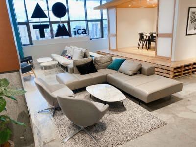 フリースペース - ATOMica 貸し会議室【大会議室】の室内の写真