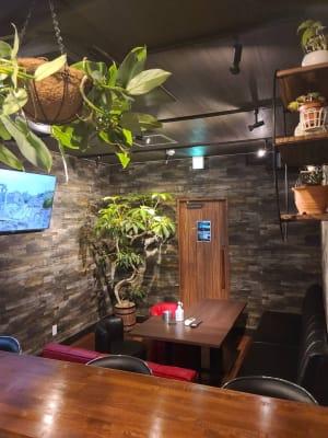 ルーム内 カウンターから - Rental room CASK カラオケ付きレンタルルームの室内の写真