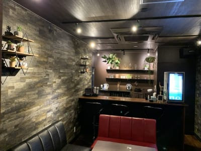 ルーム内 入口から - Rental room CASK カラオケ付きレンタルルームの室内の写真