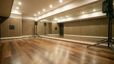 スタジオ内 - ALCレンタルダンススタジオ 多目的レンタルスペースの室内の写真