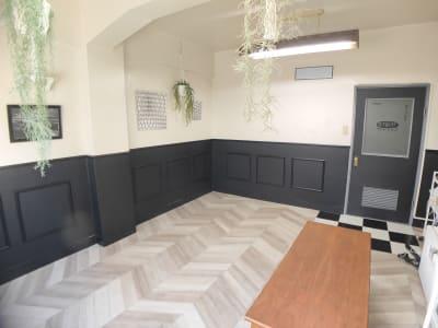 家具類は、一時的にテラスに出す等可能です - Sabori 秋葉原・神田風月堂 貸会議室・撮影スペースの室内の写真