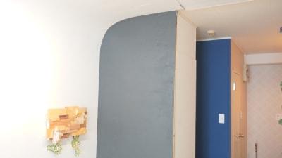 黒っぽい壁は黒板になっていますので、お好きに絵やアートを書いてみてはいかがでしょうか。 - プレオープンPolano渋谷神泉 撮影配信パーティースペースの室内の写真