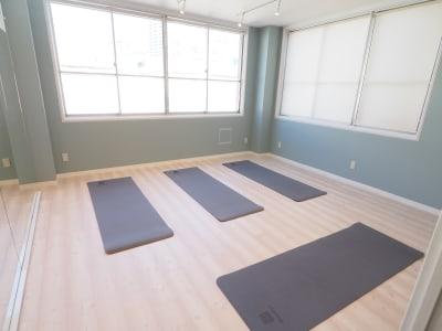 入り口から見た様子 - 【NEW】横浜元町ダンススタジオ 撮影・ヨガ・ワークショップの室内の写真