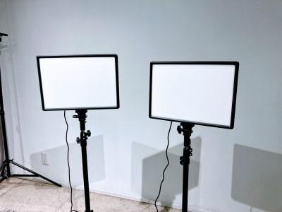 室内の無料常時灯は4800LUX相当のLEDにアップグレードされました。 - THINK SPACE 東京 モノトーン撮影Aスタジオの室内の写真