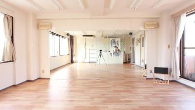 幅3.6mの大型鏡を設置しております。 - 大宮とらのスタジオ 大宮とらのスタジオ 与野店・3階の室内の写真
