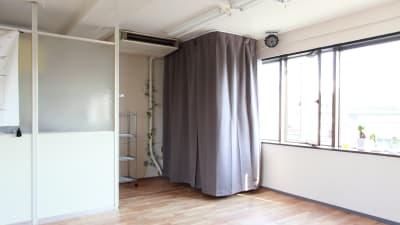 着替えスペース①です。ゆったりした広さをとっています。 - 大宮とらのスタジオ 大宮とらのスタジオ 与野店・3階の設備の写真