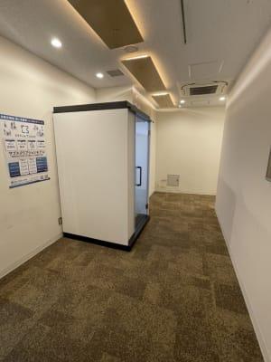 廊下に設置されています - テレワークブース品川Ⅱ 高輪エンパイヤビルの室内の写真