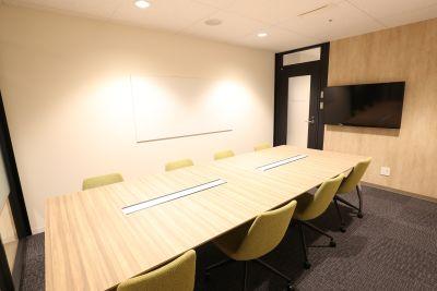 fabbit広島駅前 ミーティングルーム・8名用の室内の写真