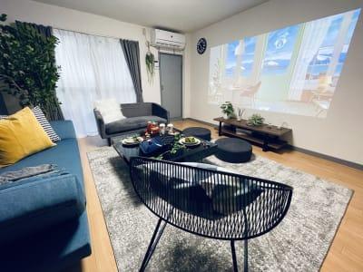 推し会、ライブ、映画鑑賞に最適の空間です♡ - SMILE+ドルチェ元町 キッチン付きパーティルームの室内の写真