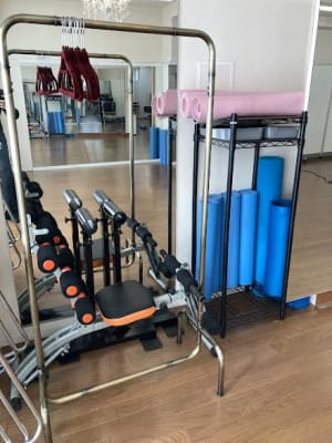 トレーニングマシーン・鉄アレー・ヨガマットはオプションで用意が出来ます - Luna6Fun(ルナ・ファン) レンタルスタジオ&スペースの室内の写真
