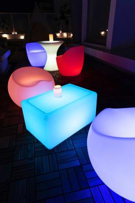 ライトテーブル4席。色はご自由に変更できます★(点灯は17:00~) - マイスペ+なんば テラス付きパーティースペースの室内の写真