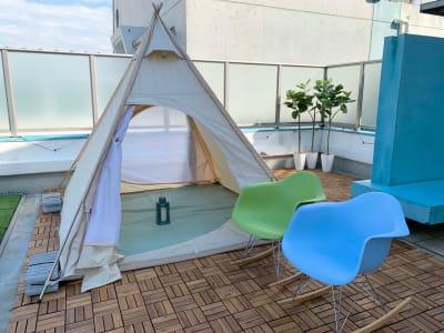 お子様も遊べるテント★ ロッキングチェア2席 - マイスペ+なんば テラス付きパーティースペースの室内の写真