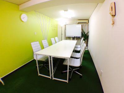 RAKUNA池袋東口 会議室Aの室内の写真