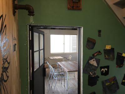D+C.A.F.E キッチン+スタジオ &ギャラリーの入口の写真