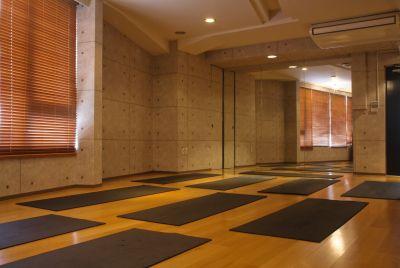 ヨガマット10枚・ヨガブロック・ベルト完備 - レッスン&レンタルスタジオ StudioBoo-Thang スタジオの設備の写真