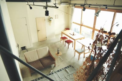 階段から撮影した画角です - モリヤマフリーカフェスペース 多目的レンタルスペースの室内の写真