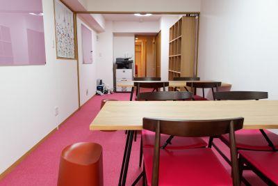 井戸端カフェ事務局 サロンスペースの設備の写真