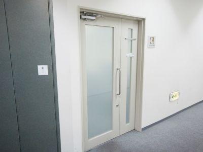 名古屋会議室 ナカトウ丸の内ビル店 第1会議室 (31〜60名)の入口の写真