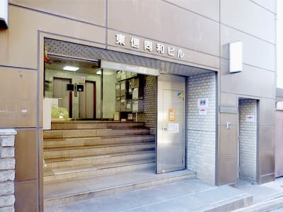 新宿ミーティングルーム スペースA 6名用会議室の入口の写真