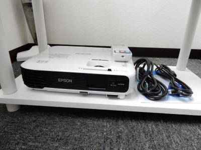 【スクエア会議室】 WIFI無料の貸し会議室の設備の写真