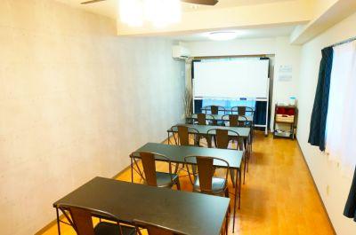 【オトナ会議室】 Wi-Fi/プロジェクタ無料の貸し会議室♪の室内の写真