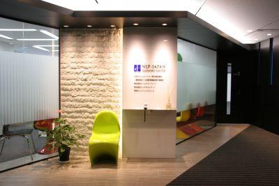 神田カンファレンス・ルーム セミナールーム1+2(365㎡)の入口の写真