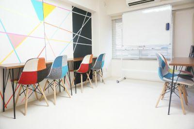 【レインボー会議室】 レインボー会議室の室内の写真
