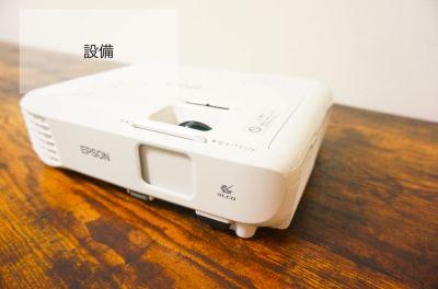 【リーフ会議室】 WIFI/プロジェクター無料の貸し会議室の設備の写真