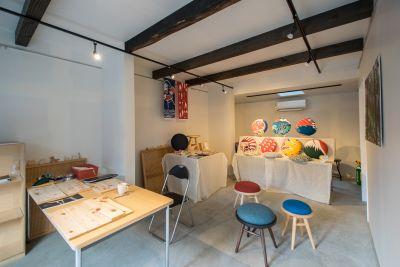 コワーキング∞ラボ 京創舎 (きょうそうしゃ) 南棟1階 フリースペースの室内の写真