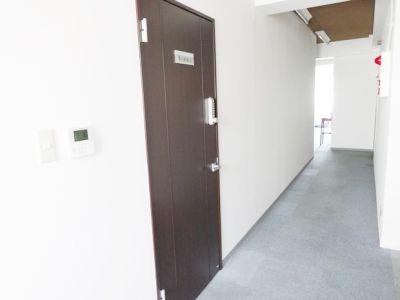 名古屋会議室 ゑびすビルパート2 伏見丸の内店 第1研修室(5階)の入口の写真