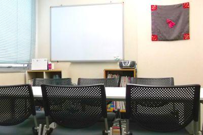 【新宿三丁目】KJ貸し会議室 中会議室の室内の写真