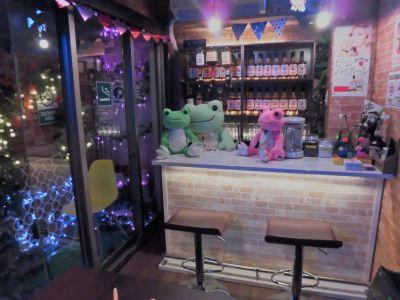 京橋ハイボール・大人の秘密基地 🍷お酒ドリンク飲み放題男性OKの室内の写真