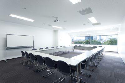 大阪会議室 ツイン21MIDタワー会議室 3会議室(4階)の室内の写真