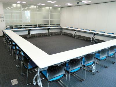 大阪会議室 鐵鋼會館 5号会議室(11階)の室内の写真