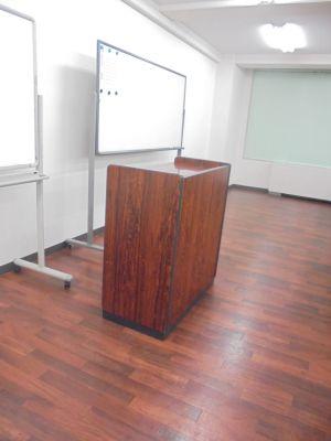 共栄実業(株) 三栄ビル 第1会議室(最大60名可)の設備の写真