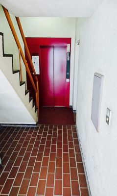 通路の一番奥にEVがございます - ワイズスクエア会議室 会議室の外観の写真