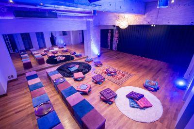 ライブセッティング(例) - 京橋ララサロン メインサロンの室内の写真