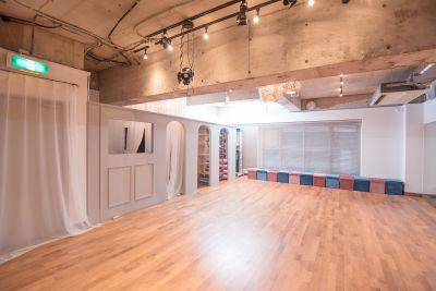 スタジオ内3 - 京橋ララサロン メインサロンの室内の写真