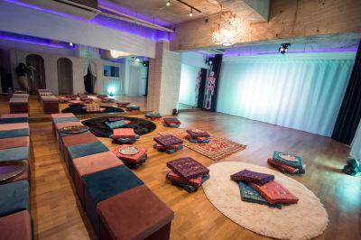 イベントセッティング(例) - 京橋ララサロン メインサロンの室内の写真