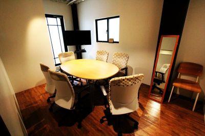 【Wisteria OFFICE 八丁堀】 撮影スタジオ(オフィス&テラス)の室内の写真
