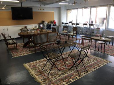 スポーツアスリートサロン 会議室の設備の写真