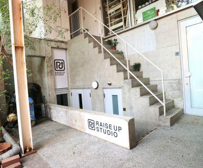 RAISE UP STUDIO レンタルスタジオスペースの入口の写真