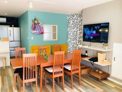 テレビ アクオス50インチ ブルーレイプレイヤー  - 新大阪 ここから100 多目的コミニティスペースの室内の写真